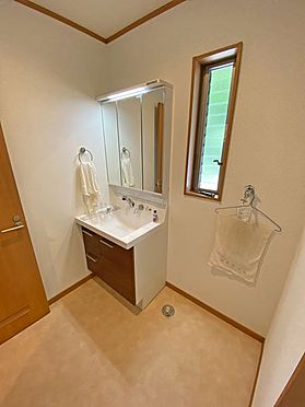 中古一戸建て-伊東市富戸大室高原 1階洗面・脱衣スペースも清潔感がございます。