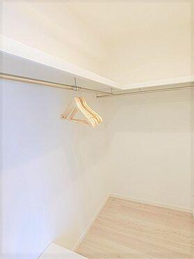 中古マンション-横浜市神奈川区栄町 ☆約1.2帖分のWIC☆上部には棚もあり、タップリ収納できる広さです☆