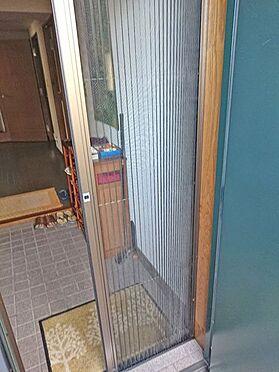 中古マンション-賀茂郡東伊豆町奈良本 玄関にカーテン式の網戸が設置してあります。