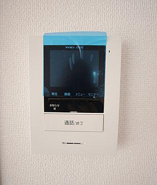 新築一戸建て-大和高田市大字有井 モニター付きインターホンを設置。来訪者の顔を見ながら対応できるので、お子様の留守番時でも安心です(同仕様)