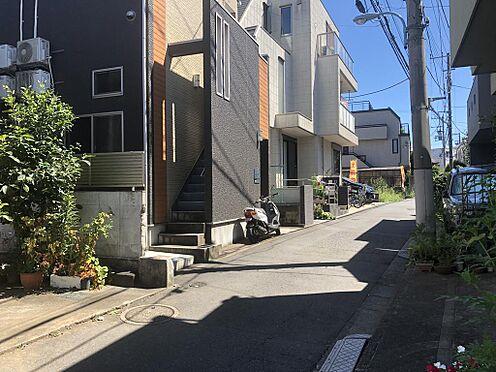アパート-中野区弥生町6丁目 ■ 前面道路 ■建物の西側が公道に接しています。