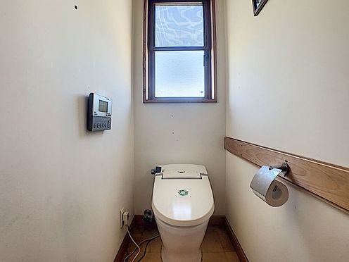 中古一戸建て-半田市のぞみが丘3丁目 光の差し込む明るいトイレです