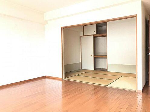 区分マンション-名古屋市西区笹塚町1丁目 来客の際には、LDKと和室の間の扉を開けることで、開放感あふれる空間に!