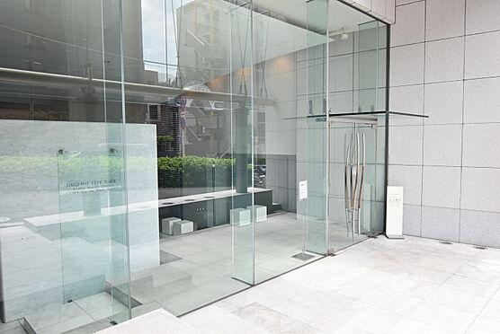 中古マンション-渋谷区神宮前2丁目 ガラスを用いたエントランス