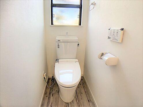 新築一戸建て-名古屋市守山区小幡北 トイレは1階と2階に完備しており、忙しい朝も安心です。