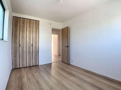 新築一戸建て-名古屋市守山区瀬古1丁目 2面に窓がついていて明るいお部屋です。