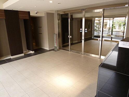 マンション(建物全部)-川口市芝新町 エントランスのガラス面が大きく明るくスッキリしたエントランスになります。
