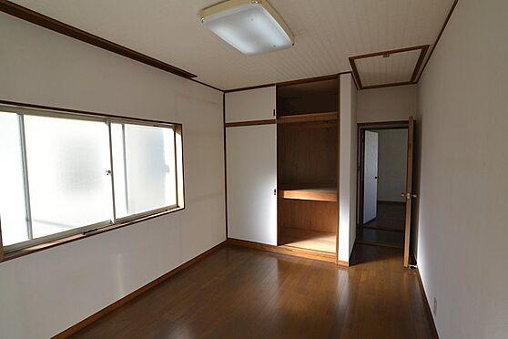 中古一戸建て-多摩市連光寺4丁目 2階洋室(6帖):押入れの他、屋根裏収納もございます。
