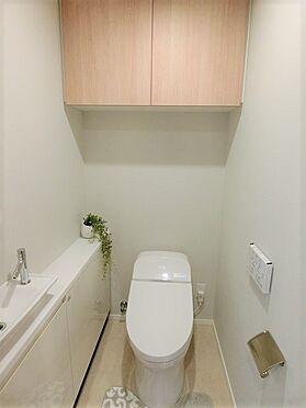 中古マンション-横浜市中区北仲通5丁目 ☆トイレにも手洗いボウルとカウンター付き☆タンクレストイレでシンプルなフォルム、お掃除も簡単です☆