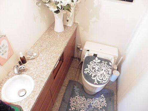 中古マンション-港区港南3丁目 手洗いシンクのあるトイレ リビング写真 家具・小物類は販売価格に含まれません