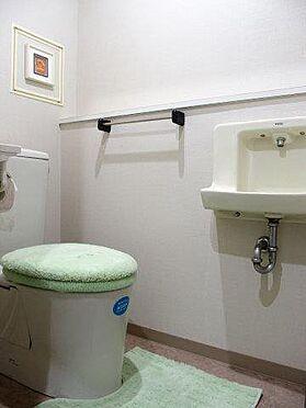 中古マンション-多摩市豊ヶ丘3丁目 トイレ内に手洗い場が 付いている嬉しい 設計 です。