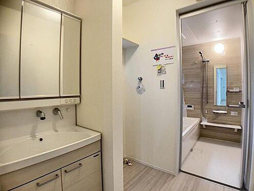 新築一戸建て-名古屋市名東区大針2丁目 水ハネを防止する一体型のカウンター。たっぷりの収納スペースですっきり片付きます。