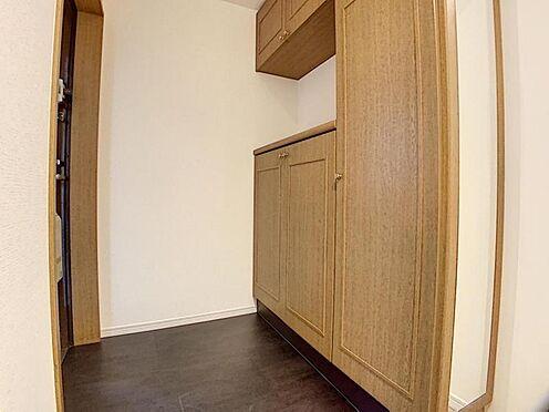 中古マンション-みよし市三好丘あおば1丁目 玄関にはシューズボックスがございます。ご家族のお写真を飾っても素敵な玄関になりますね♪