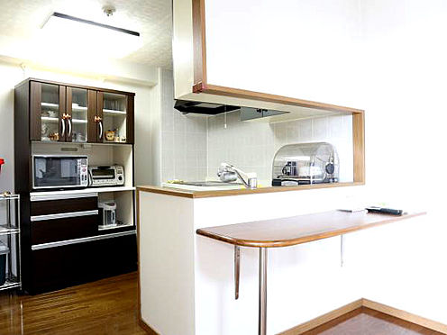 中古マンション-伊東市富戸 ≪キッチン≫ コンパクトですが使い勝手の良いキッチンです。