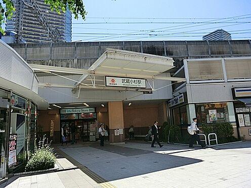 アパート-川崎市中原区木月住吉町 「武蔵小杉」駅まで1200m、東横線の特急停車で南武線の快速停車駅。商業施設の充実と都内へのアクセスの良さから住みたい町ランキングの上位常連です。