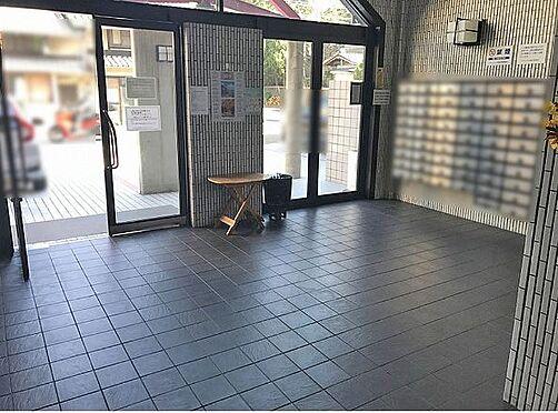 マンション(建物一部)-京都市東山区本町17丁目 明るく清潔感のあるエントランス。