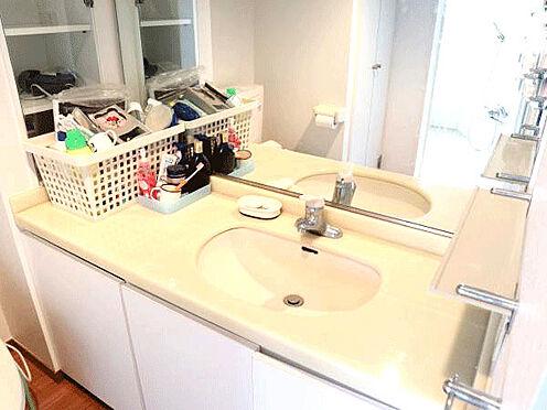 中古マンション-伊東市富戸 [洗面所]状態の良い洗面所です。鏡も大きく使いやすくなっています。