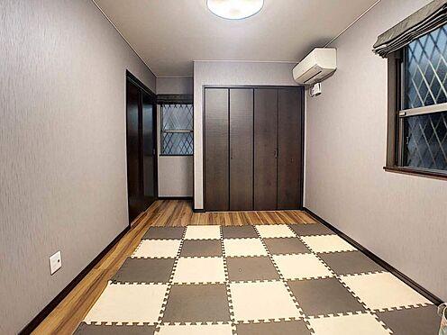 中古一戸建て-春日井市岩成台7丁目 1F6.5帖洋室にはクローゼットと階段下収納あり!