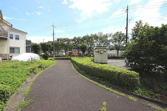 アパート-八王子市上柚木 建物南側は遊歩道になっております