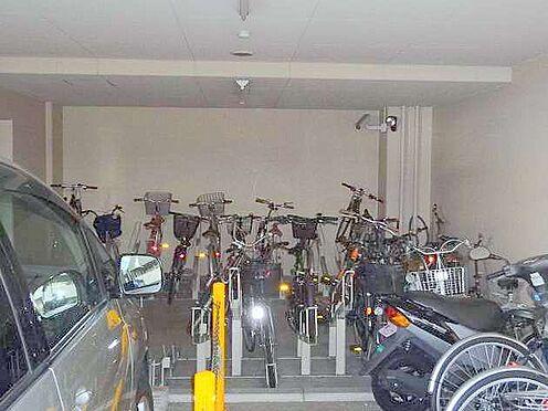 マンション(建物一部)-大阪市中央区鎗屋町2丁目 防犯性に配慮された駐輪・駐車場