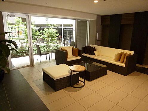 マンション(建物全部)-川口市芝新町 エントランスロビーにはソファセットもあり、急な来客等に便利です。