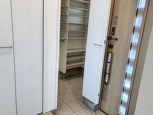 新築一戸建て-知多郡東浦町大字石浜字須賀 玄関からすぐに十分な広さの収納スペースがございますので大変便利です♪