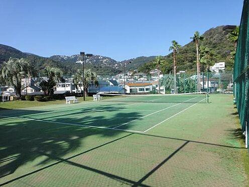 中古マンション-熱海市上多賀 テニスコートも1時間1,000円で利用可能。