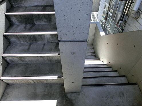 マンション(建物一部)-杉並区本天沼2丁目 階段です。
