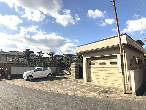 中古一戸建て-額田郡幸田町大字深溝字明本田 横にタタミコーナーがあるので、広々開放的な空間です。