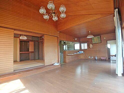 中古一戸建て-伊東市富戸大室高原 リビングダイニングスペースは東南向きです。