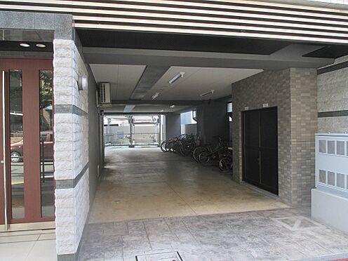マンション(建物全部)-福岡市中央区荒戸1丁目 駐車場入り口