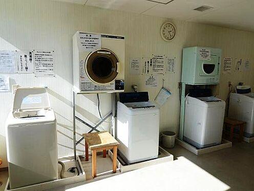 中古マンション-熱海市上多賀 お部屋が狭いので、洗濯機はおけないのですが、コインランドリーを利用できるので心配ありません。