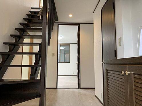 中古一戸建て-豊田市深見町鳥目 玄関から中へ入ったお写真です!入ってすぐの階段が素敵です♪