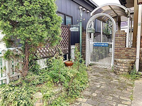 中古一戸建て-刈谷市築地町2丁目 玄関前にはお庭スペースがありグリーンで癒されますね。