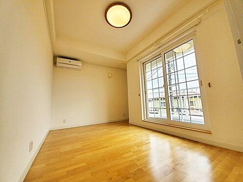 中古一戸建て-八王子市南陽台1丁目 建物が道路面よりも高い位置にあるので2階のお部屋からの見晴らしも良好です。寝室におすすめです!