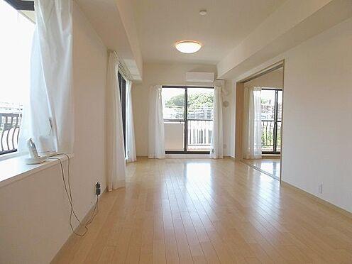 中古マンション-多摩市永山1丁目 窓が多く、明るいリビングダイニング。