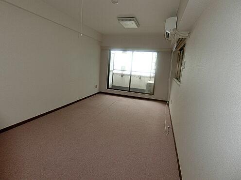中古マンション-千代田区平河町1丁目 洋室約9.0帖を撮影しました。床はカーペット貼りです。