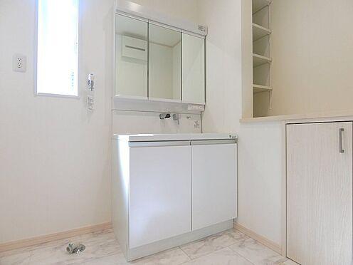 戸建賃貸-八王子市松木 忙しい朝に大活躍のシャワー付き独立洗面台
