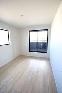 新築一戸建て-大和高田市南今里町 洋室は全てフローリング貼でお掃除楽々です。