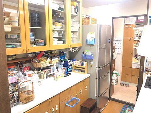中古マンション-豊田市寿町7丁目 収納スペース・作業スペースが広いシステムキッチンは奥様にうれしいポイント!