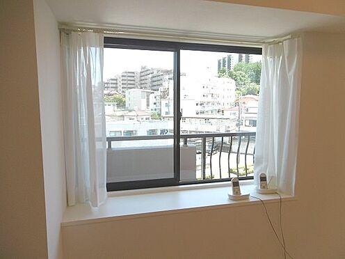 中古マンション-多摩市永山1丁目 リビングの出窓です。
