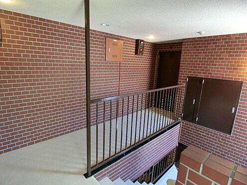 中古マンション-港区南青山2丁目 カーペット敷きの共用廊下