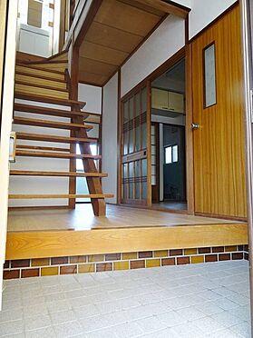 建物全部その他-寝屋川市木屋元町 段差のタイルがおしゃれな玄関です