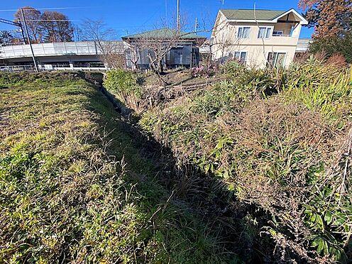 土地-北佐久郡軽井沢町大字長倉 敷地東側には小さな用水路が流れております