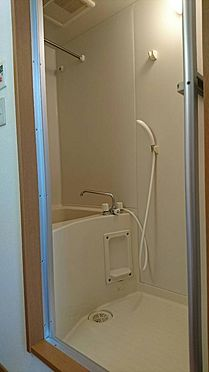 アパート-神戸市灘区大石東町6丁目 浴室には、浴室乾燥機と物干しポールが付いてます。