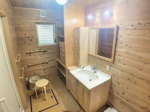 戸建賃貸-名古屋市西区清里町 ゆとりの洗面スペースで朝の身支度も快適スムーズに。