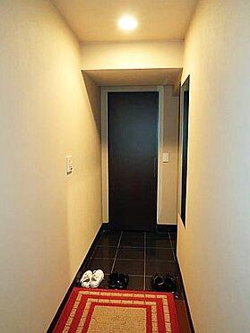 中古マンション-多摩市乞田 シューズクローゼットがあるので、玄関はすっきりしています