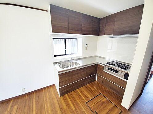 中古一戸建て-相模原市中央区横山台1丁目 キッチンも床色と同系色のパネルカラーをセレクトしています!