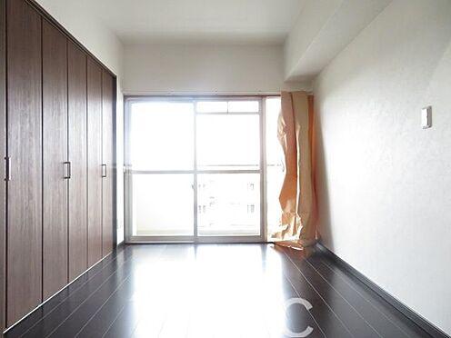 中古マンション-横浜市戸塚区上倉田町 収納力のある洋室 お気軽にお問合せくださいませ。