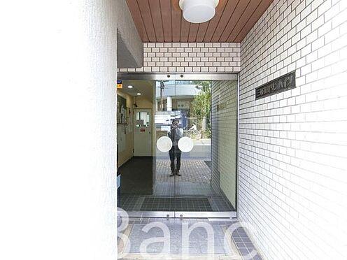 中古マンション-世田谷区三軒茶屋2丁目 綺麗に管理されたエントランスです
